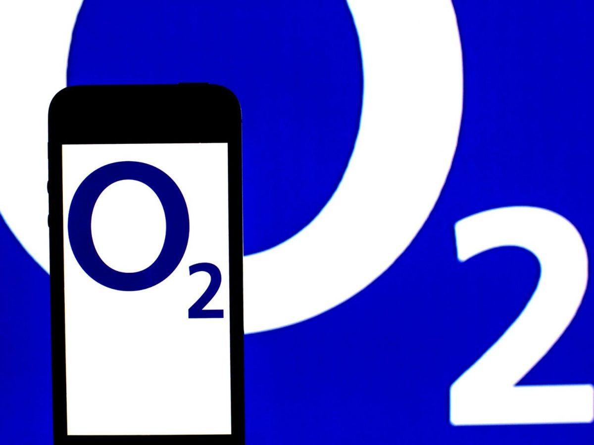 o2-Logo auf einem Smartphone
