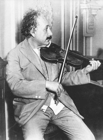 Albert Einstein reiste nie ohne seine Geige.