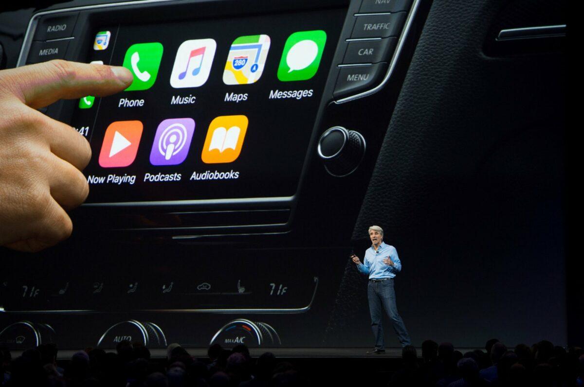 Apple CarPlay wird von Craig Federighi auf einer Keynote präsentiert