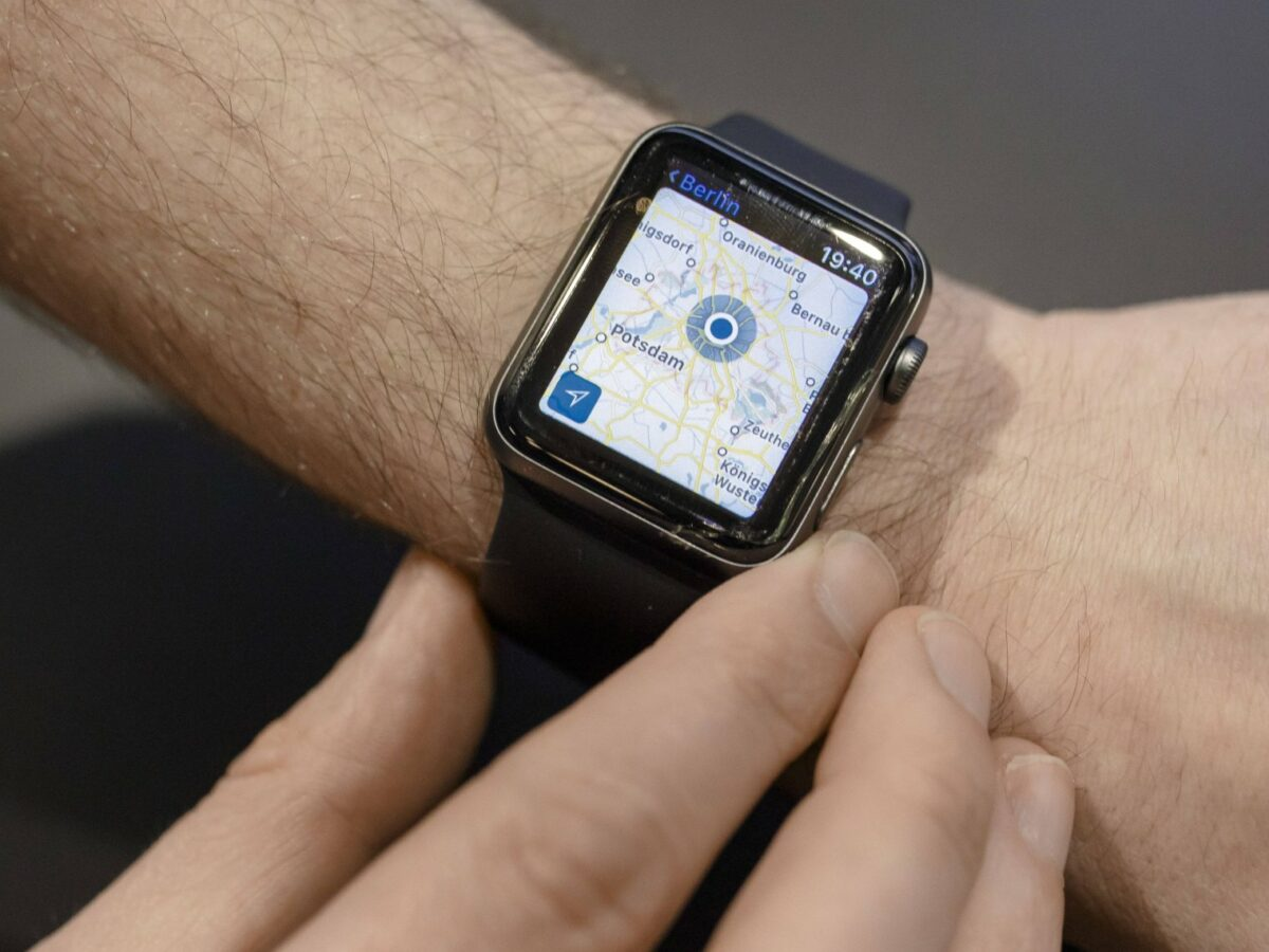 Eine Apple Watch an einem Handgelenk