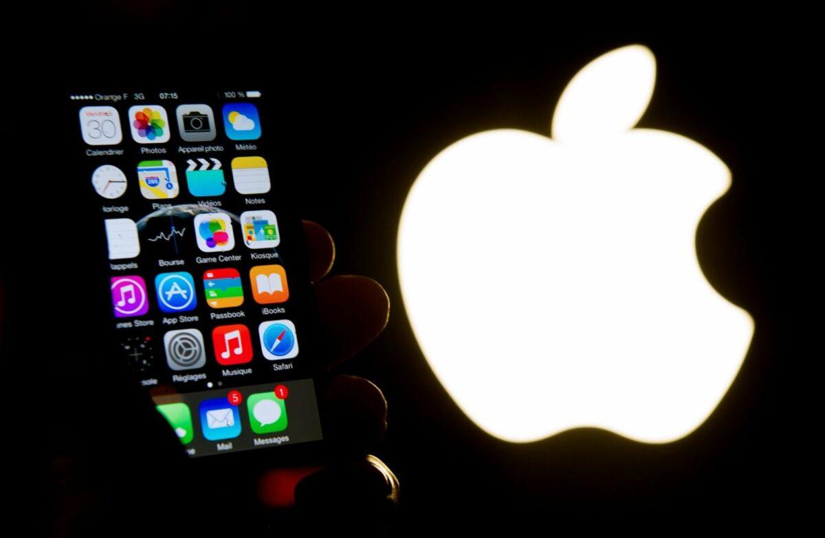 Apple-iPhone mit Apple-Logo
