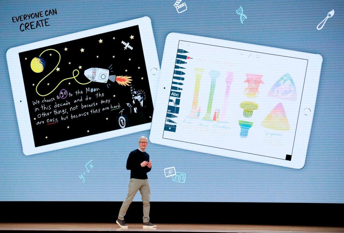 Apple CEO Tim Cook präsentiert die Neuigkeiten im Education-Bereich.