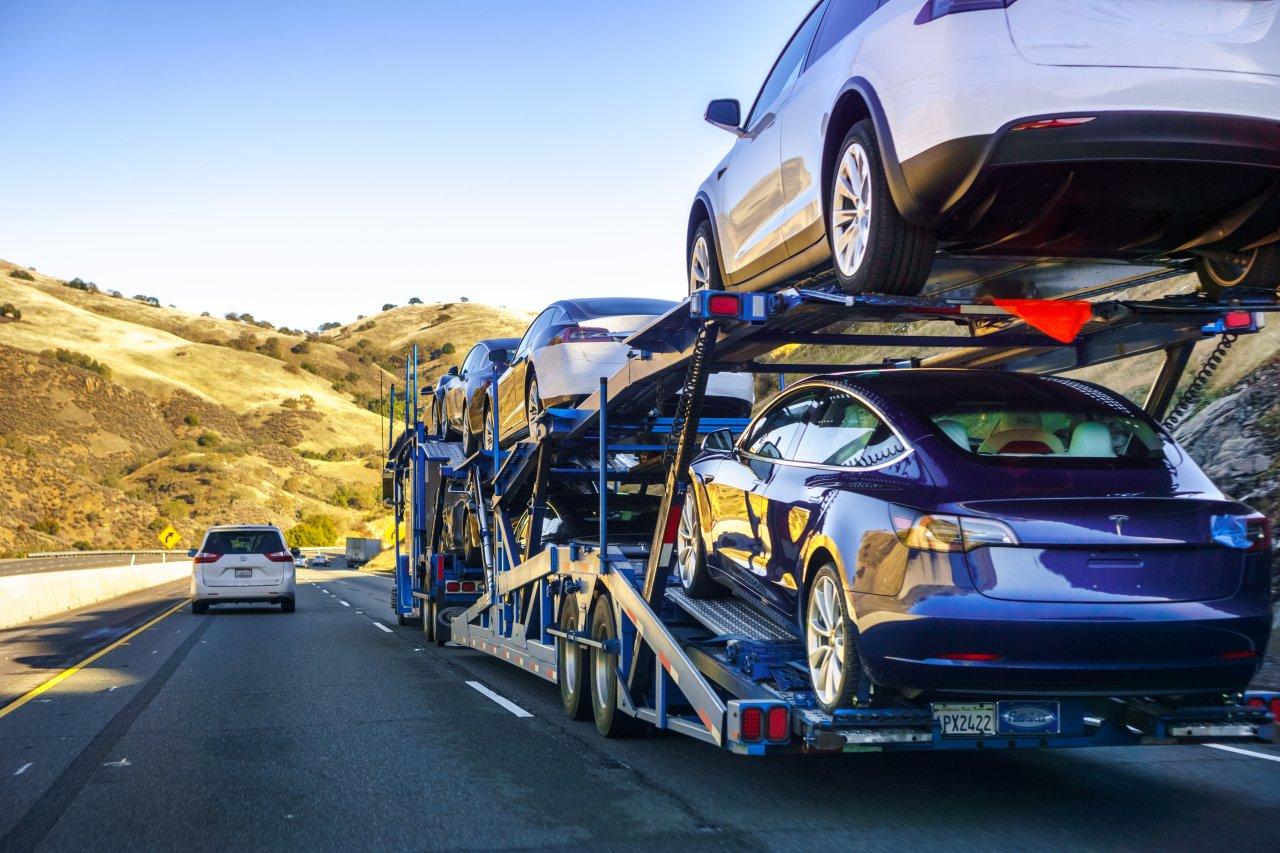 Ob VW oder Tesla in Sachen Elektroautos künftig die Nase vorn haben werden, steht noch völlig offen.