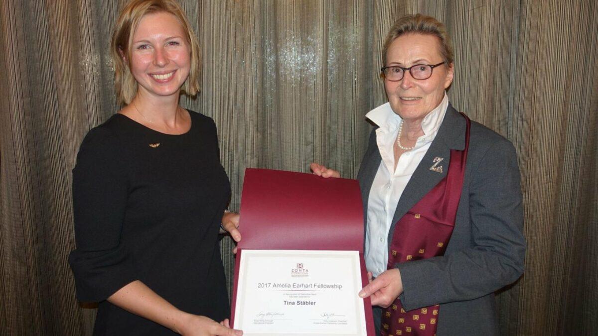 Tina Stäbler erhält den Amelia Earhart Fellowship Award