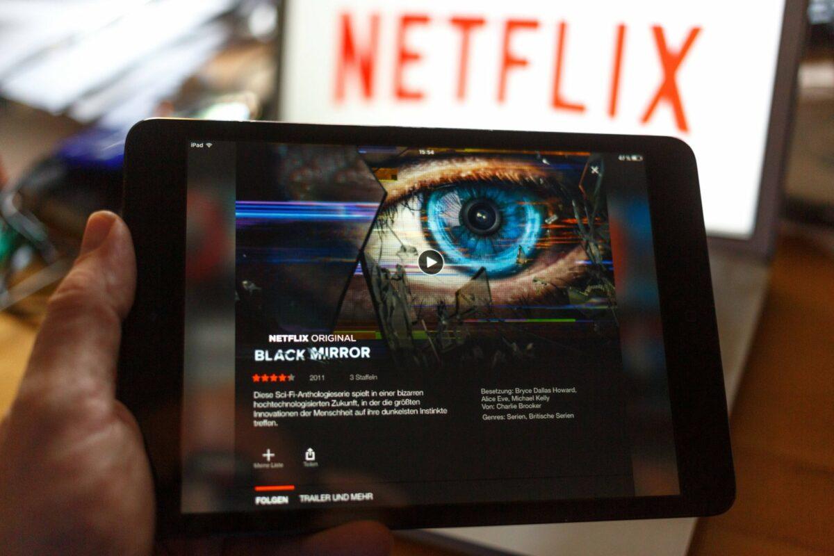 """""""Black Mirror"""" auf einem Tablet."""