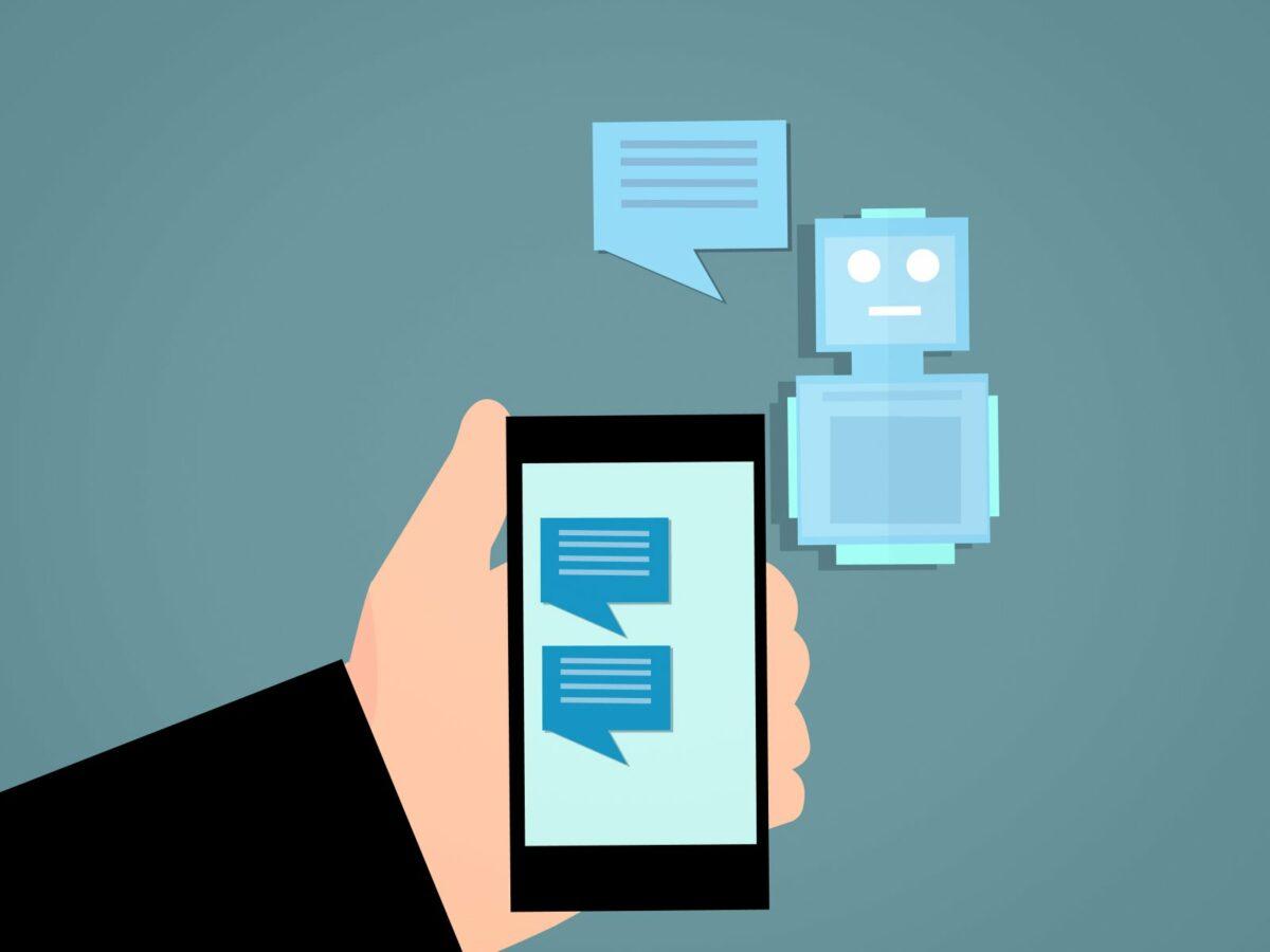 Animation eines Smartphones und eines Roboters.