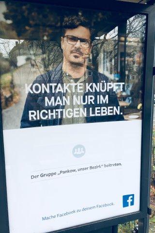 Ein Facebook-Werbeplakat im Berliner Stadttteil Wedding