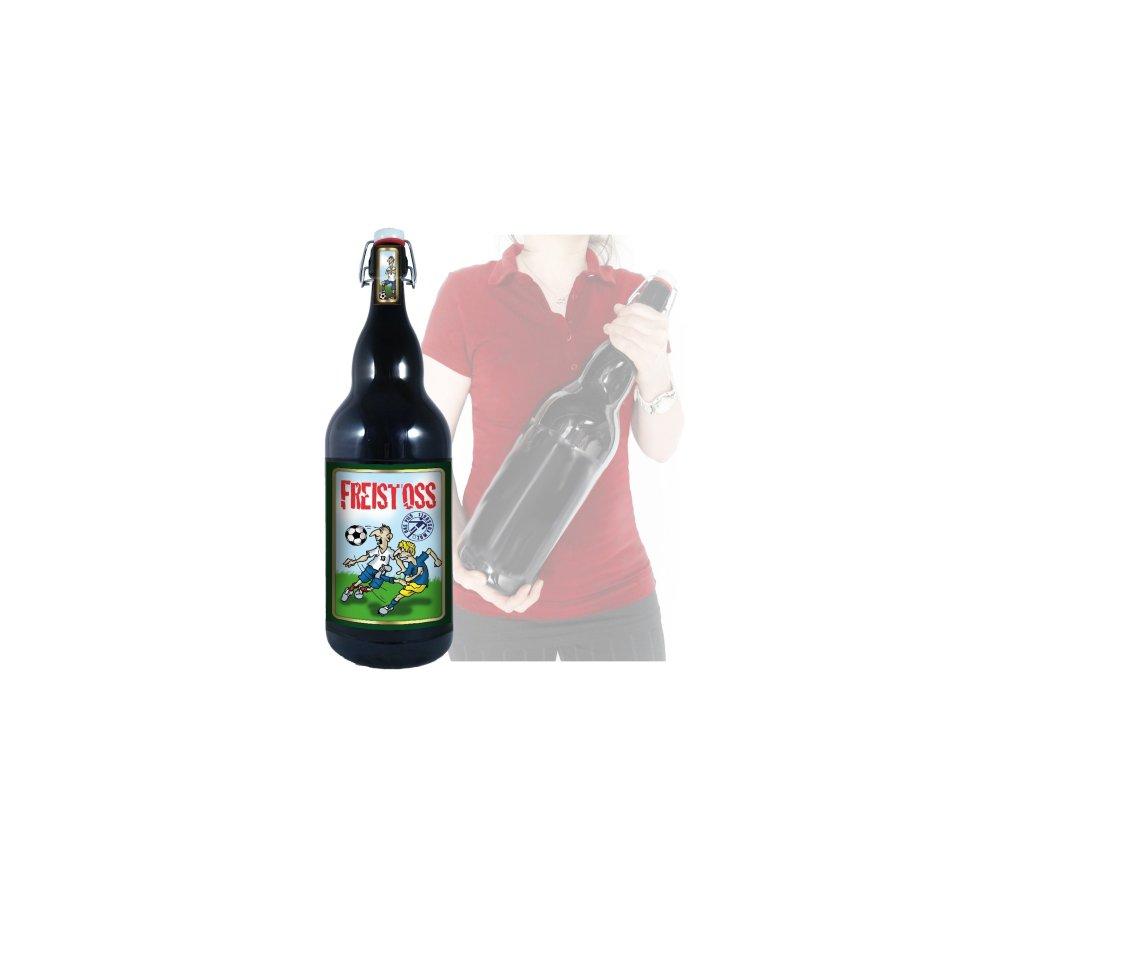 Versucht nach jedem Foul eine Flasche Freistoß-Bier zu exen.