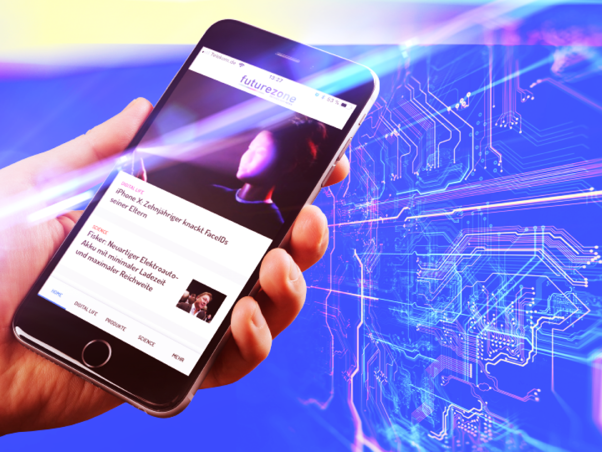 Smartphone mit der futurezone.de-App auf dem Display