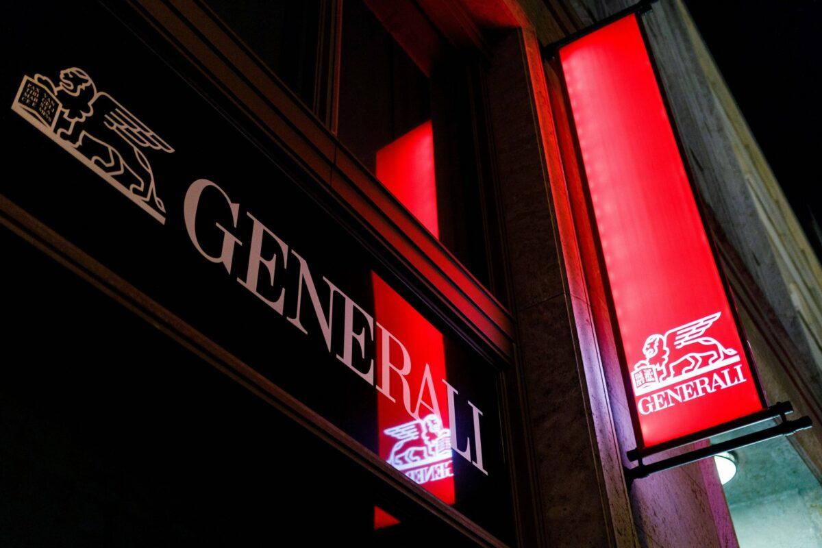 Das Logo von Generali an einer Hauswand.