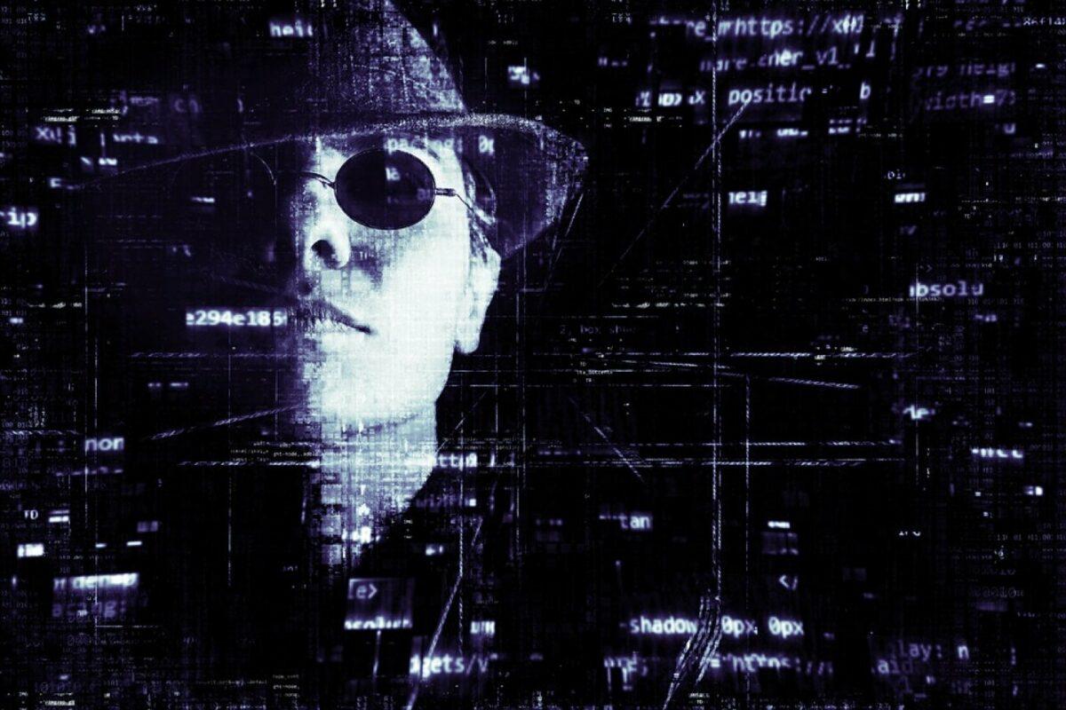 Hacker mit Sonnenbrille und Hut