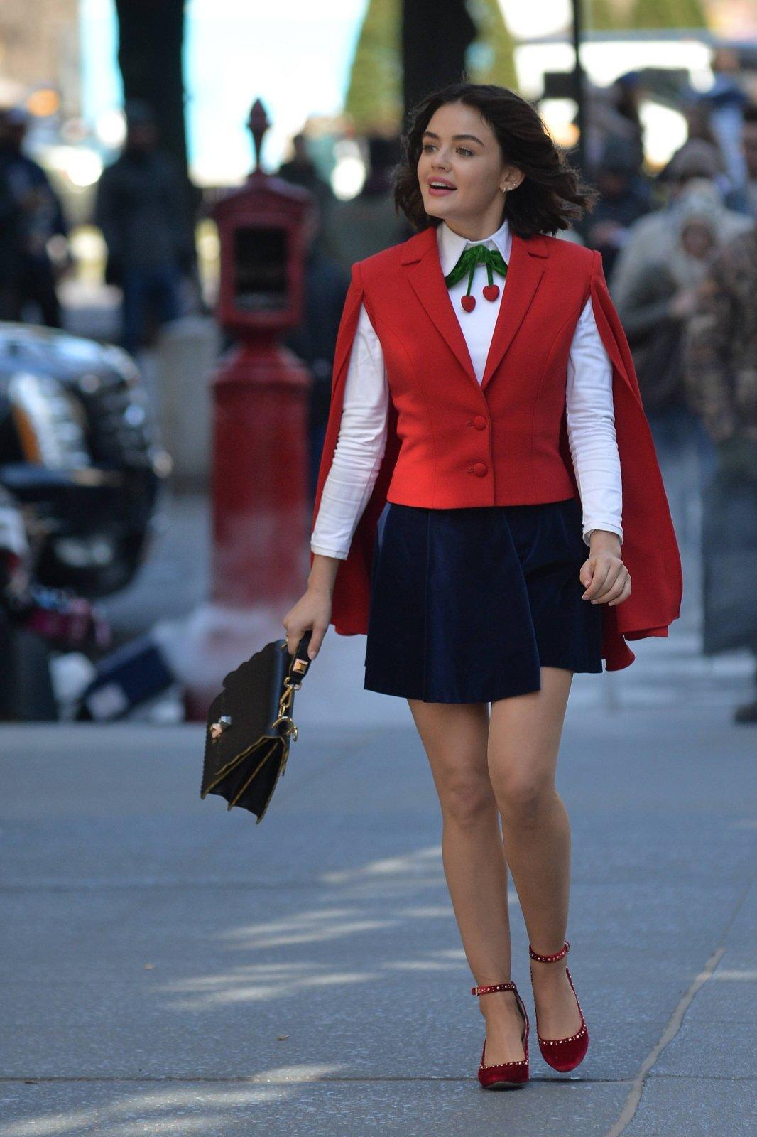 Lucy Hale als Katy Keene.