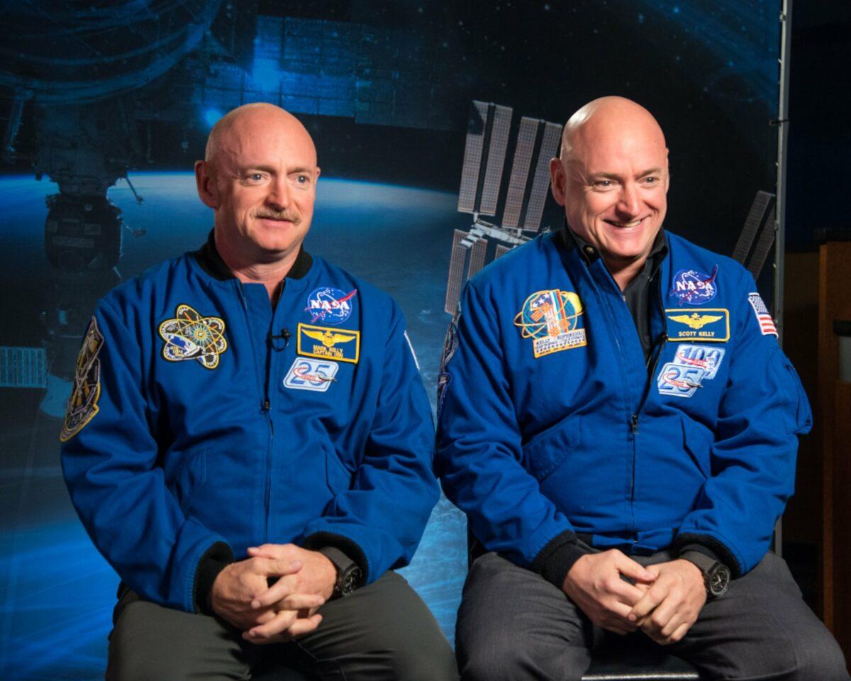 Die Astronauten Mark und Scott Kelly.