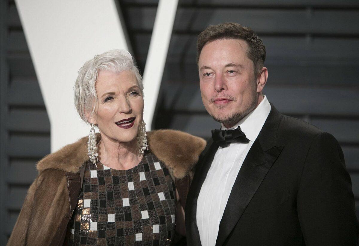 Maye und Elon Musk auf dem roten Teppich.