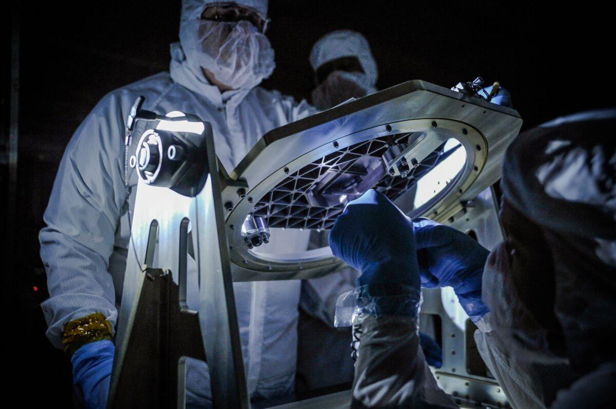 Forscher arbeiten am James Webb-Teleskop
