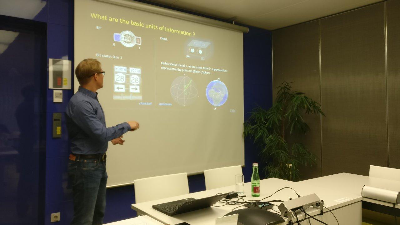 Stefan Filipp vom IBM Research in Zürich erklärt die Entwicklungen beim Thema Quantencomputer.