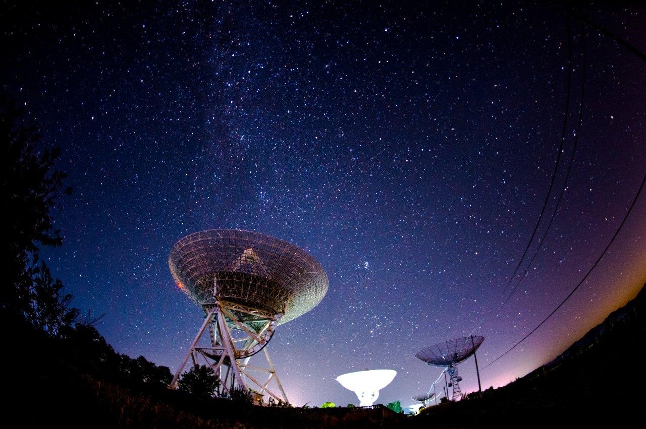 """Da kommen """"Schreie"""" aus dem Universum – ein Radioteleskop hat sie aufgenommen. (Symbolbild)"""