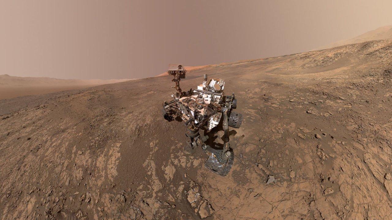NASAs Curiosity Mars-Rover befährt den Vera Rubin-Bergrücken auf dem Mars
