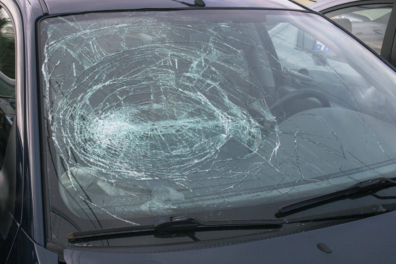 Das dreischichtige Sicherheitsglas in Autos wurde quasi aus Versehen von einem Chemiker erfunden.