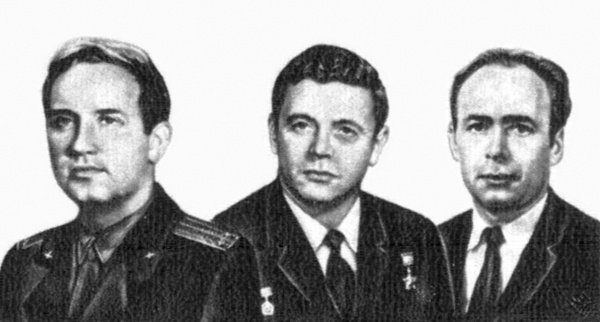 Die Kosmonauten Georgi Dobrovolski (links), Vladislav Volkov (Mitte) und Viktor Patsayev (rechts), die als einzige drei Menschen im All starben, sind auf drei UdSSR-Stempeln abgebildet.