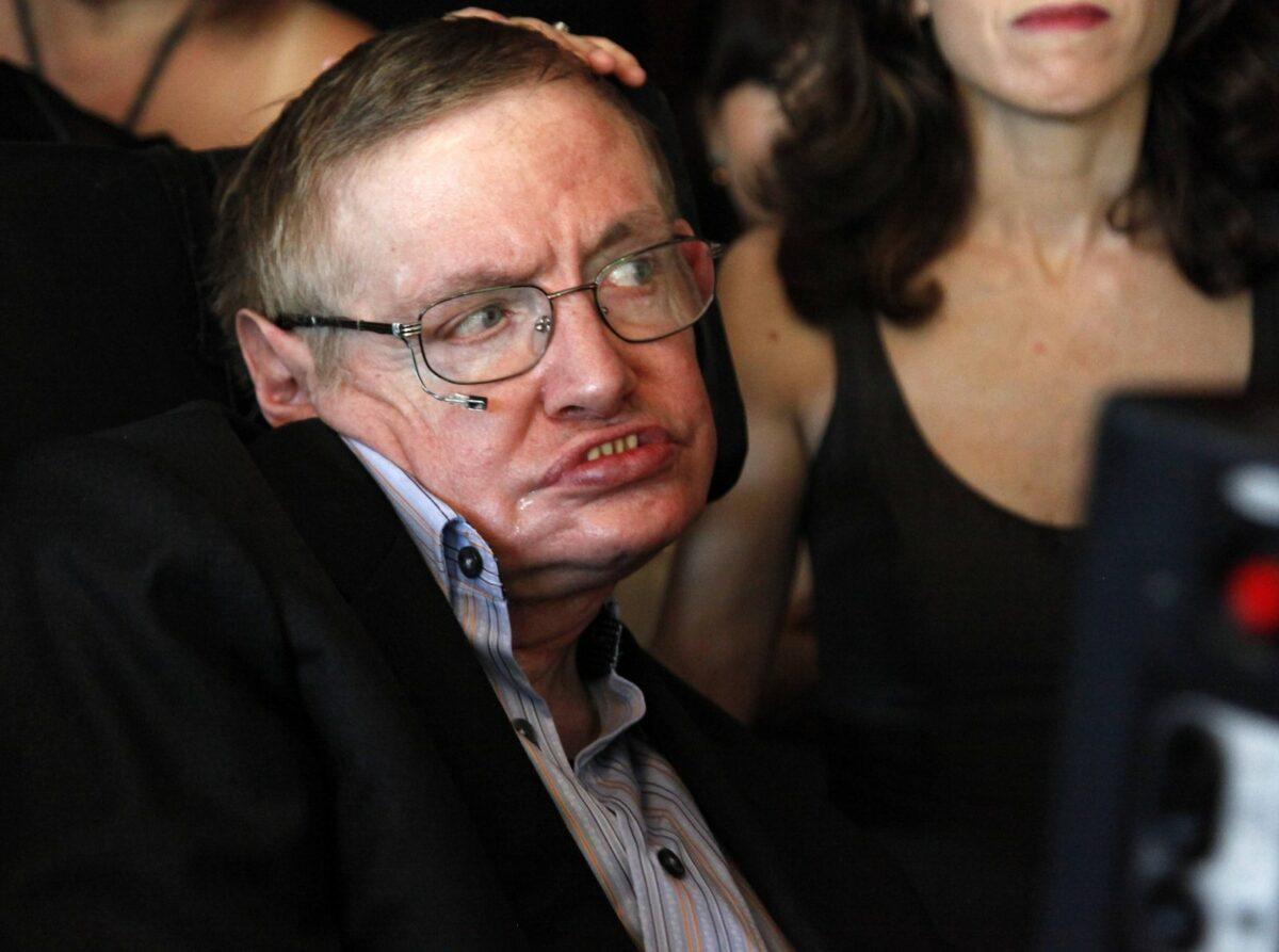 Zum Todestag: Stephen Hawking im Rollstuhl.