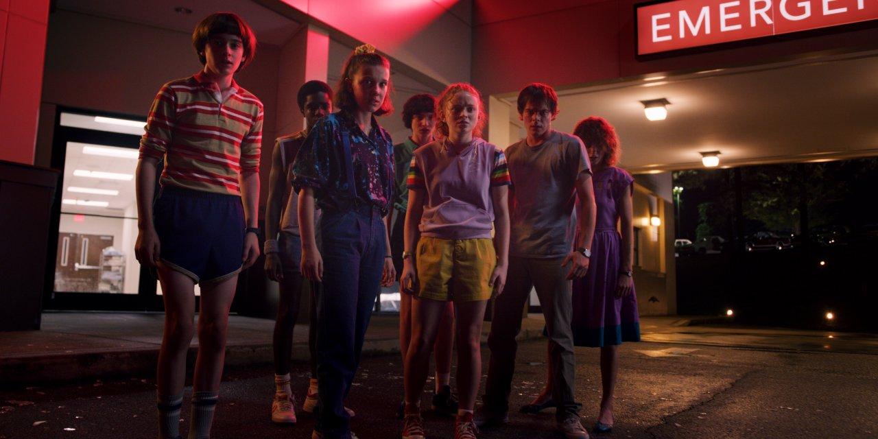 """""""Stranger Things"""" Staffel 3 bringt die Bedrohung wieder in die Kleinstadt Hawkins."""