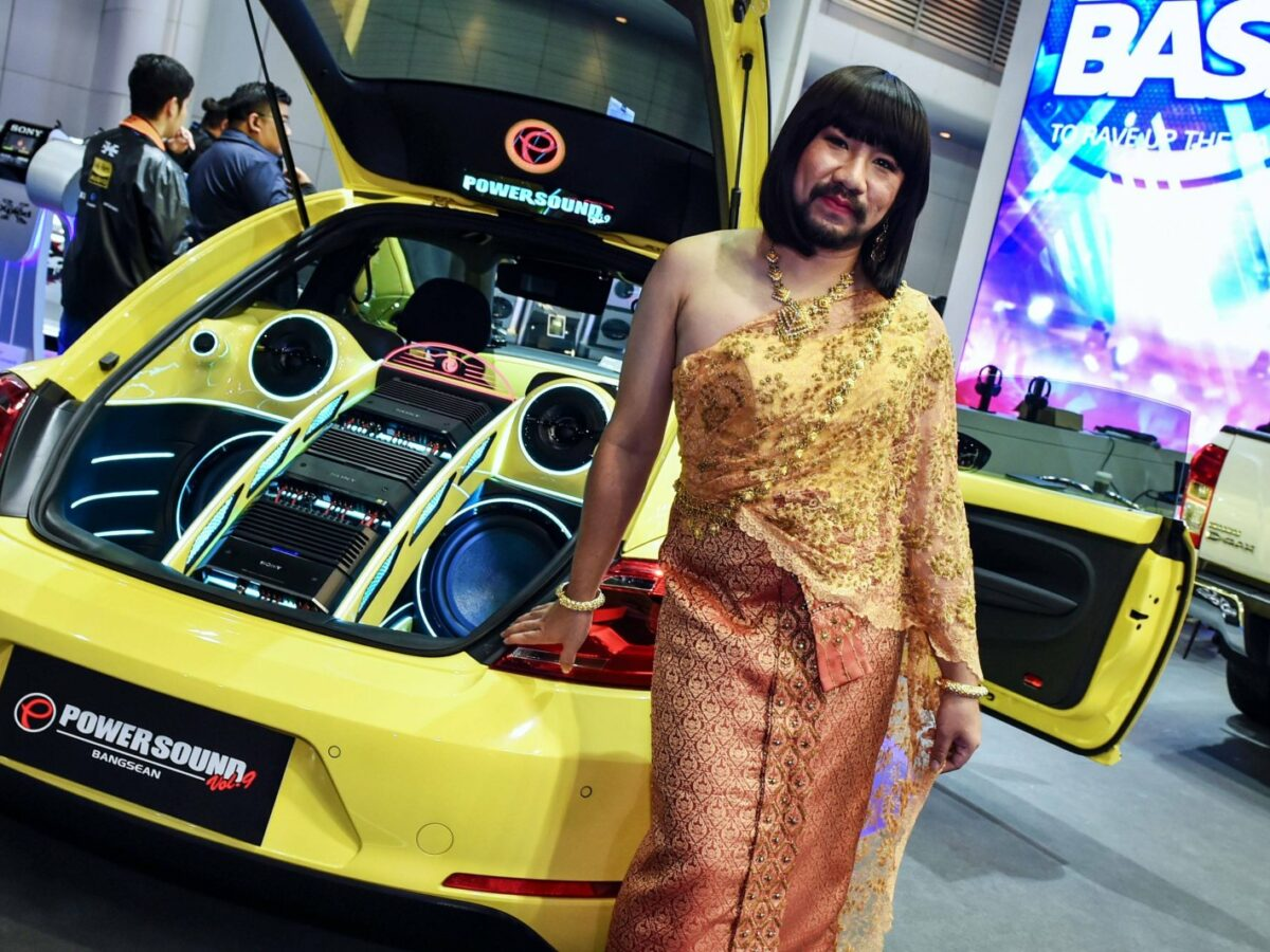 Subwoofer von JBL auf einer Automesse vorgestellt