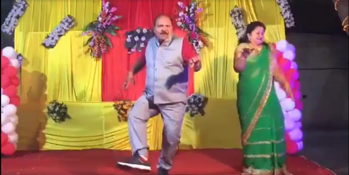 Sanjeev Shrivastava tanzt.