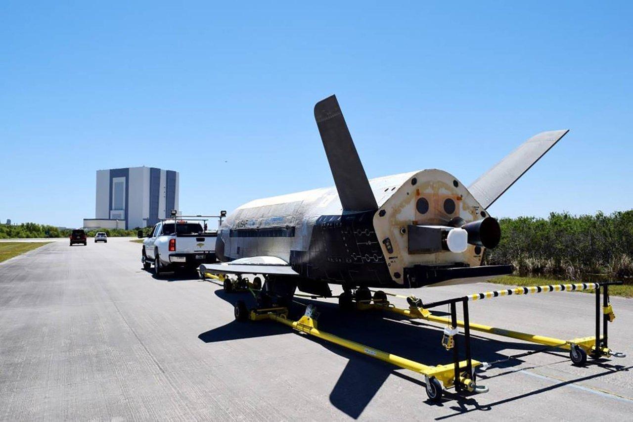 Das US-Raumschiff des Modells X-37B kehrte heimlich auf die Erde zurück.
