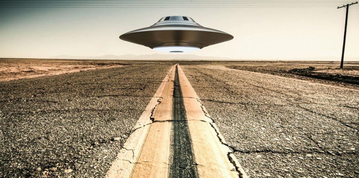 Ufo über Straße