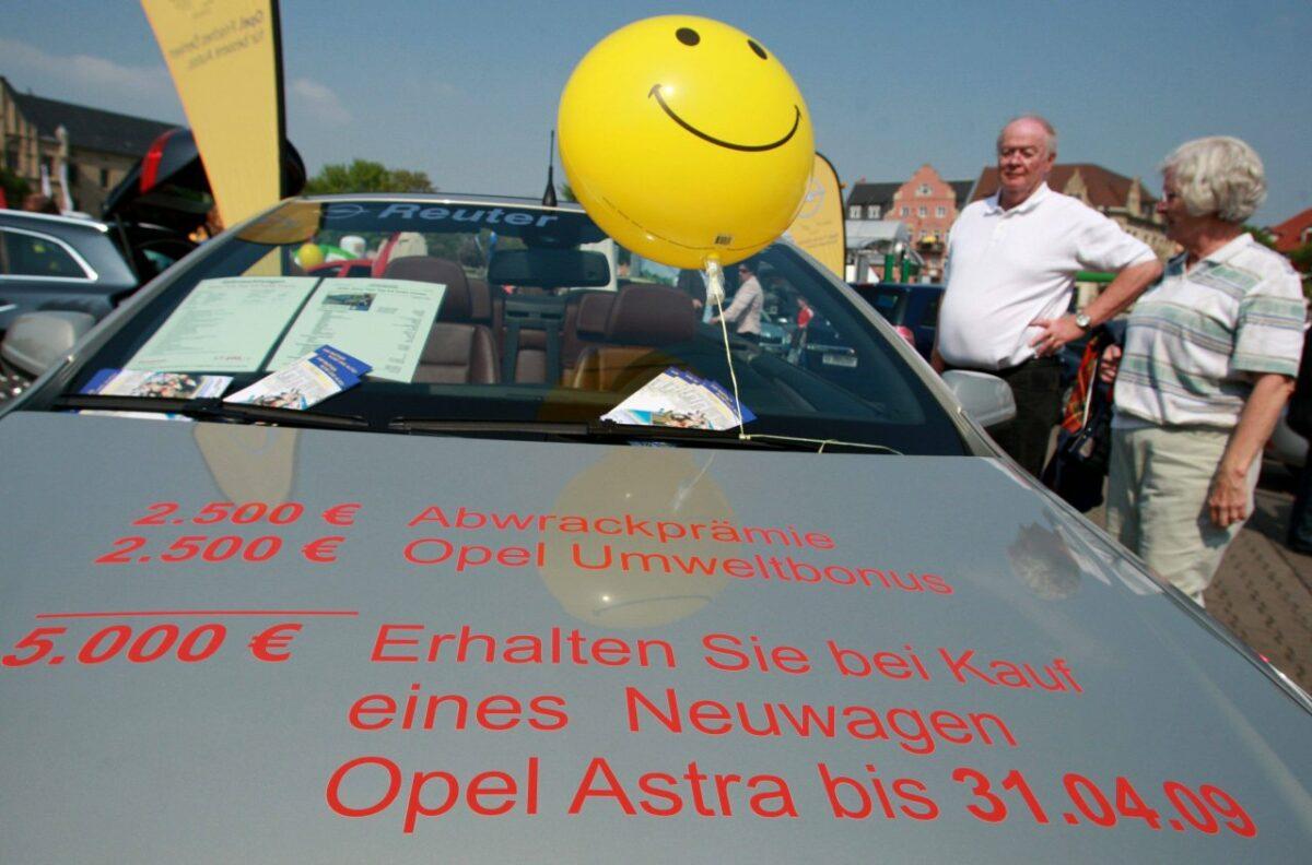 Der Umweltbonus für Elektroautos von 2009 liegt jedenfalls noch im Regal.