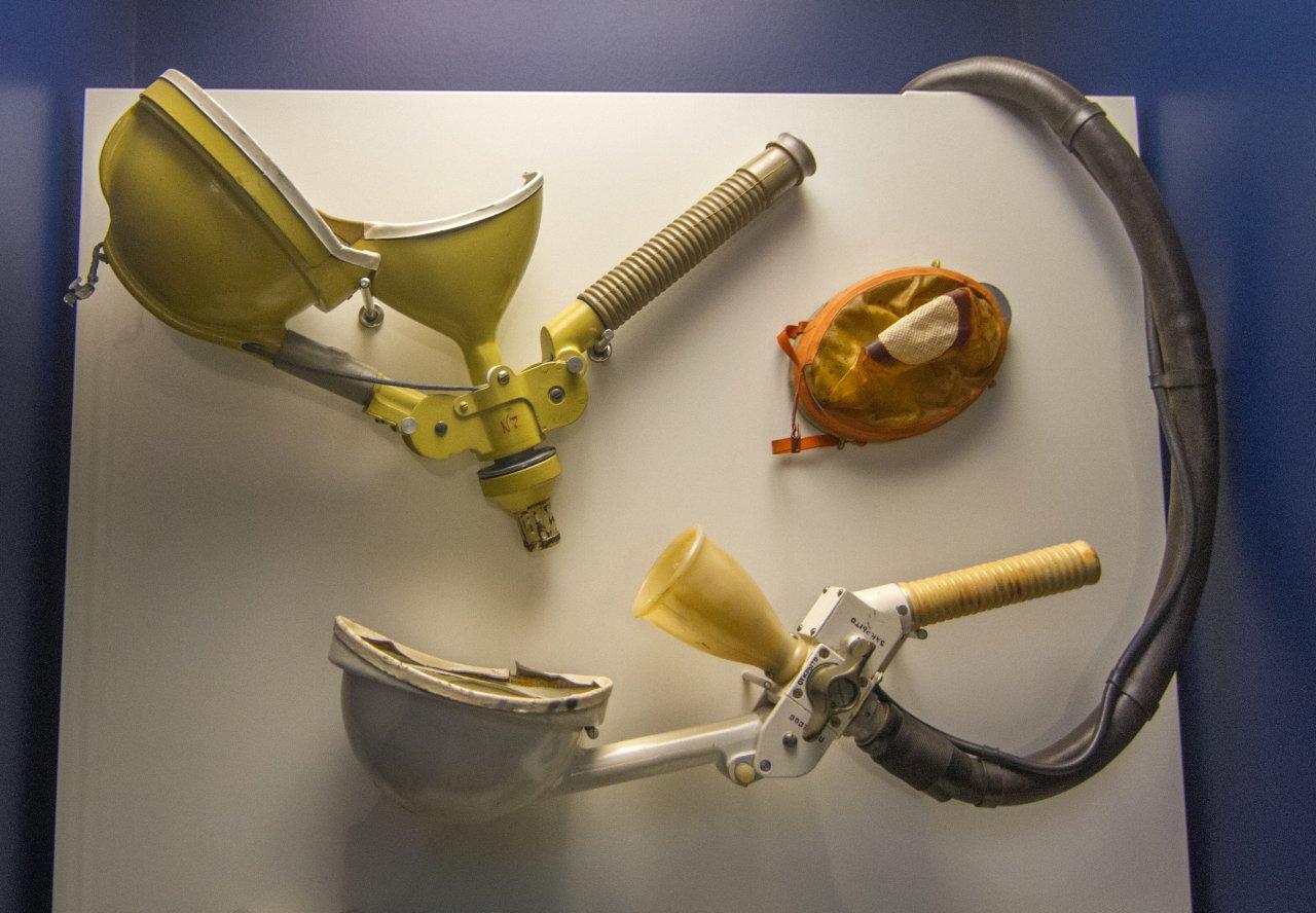Das Toilettengerät eines Soyuz-Raumfahrzeugs wirkt wenig vertrauenserweckend.