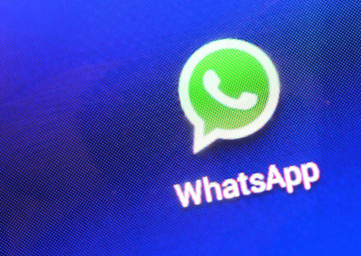 WhatsApp-Logo auf einem Handybildschirm
