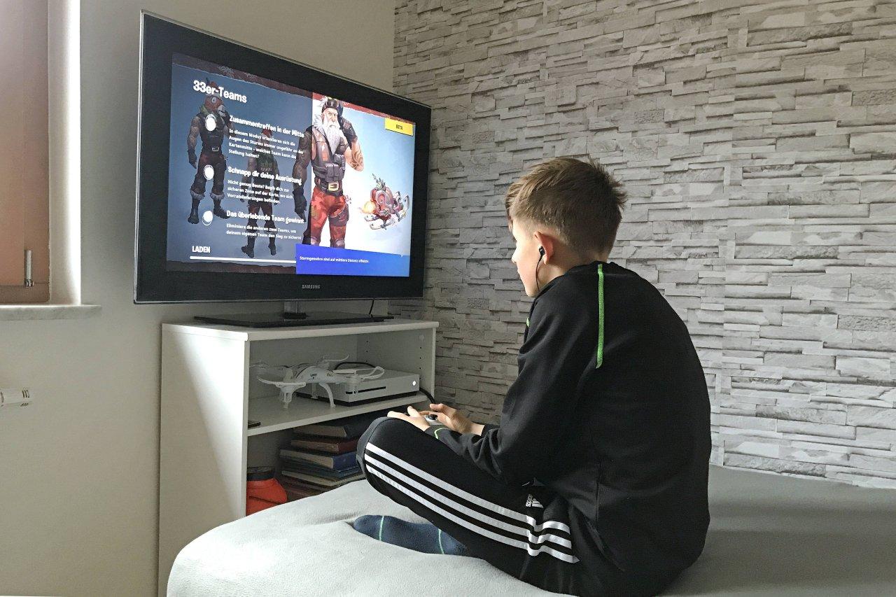 Ob am Fernseher oder am PC-Bildschirm: Deine Games für die Xbox One kannst du fast überall zocken.