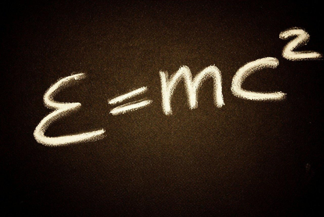 E = mc², das ist Einsteins berühmte Formel.