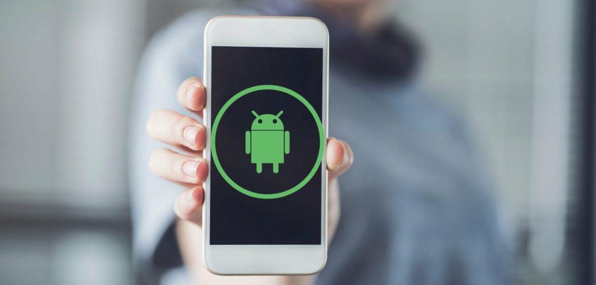 Handy mit Android-Symbol.