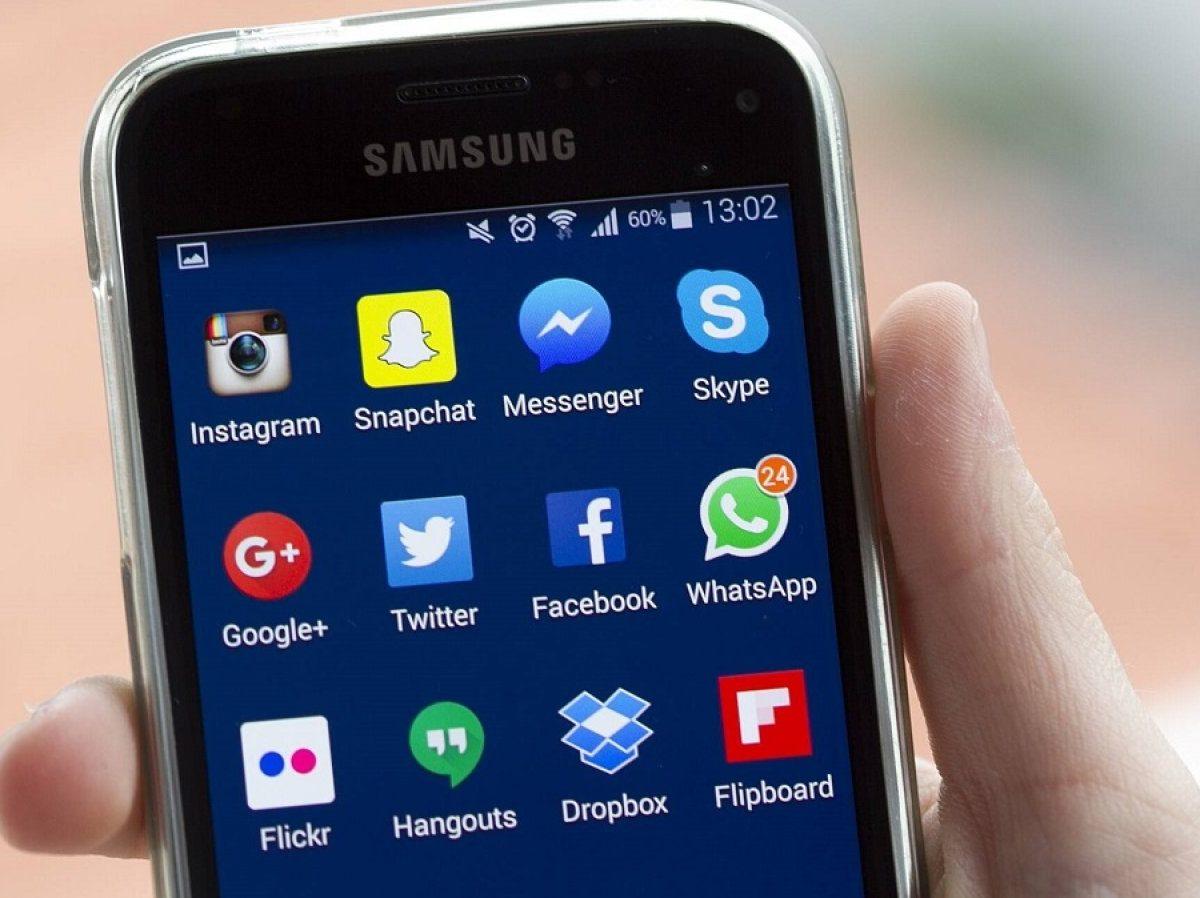 Samsung-Handy mit zahlreichen Apps.