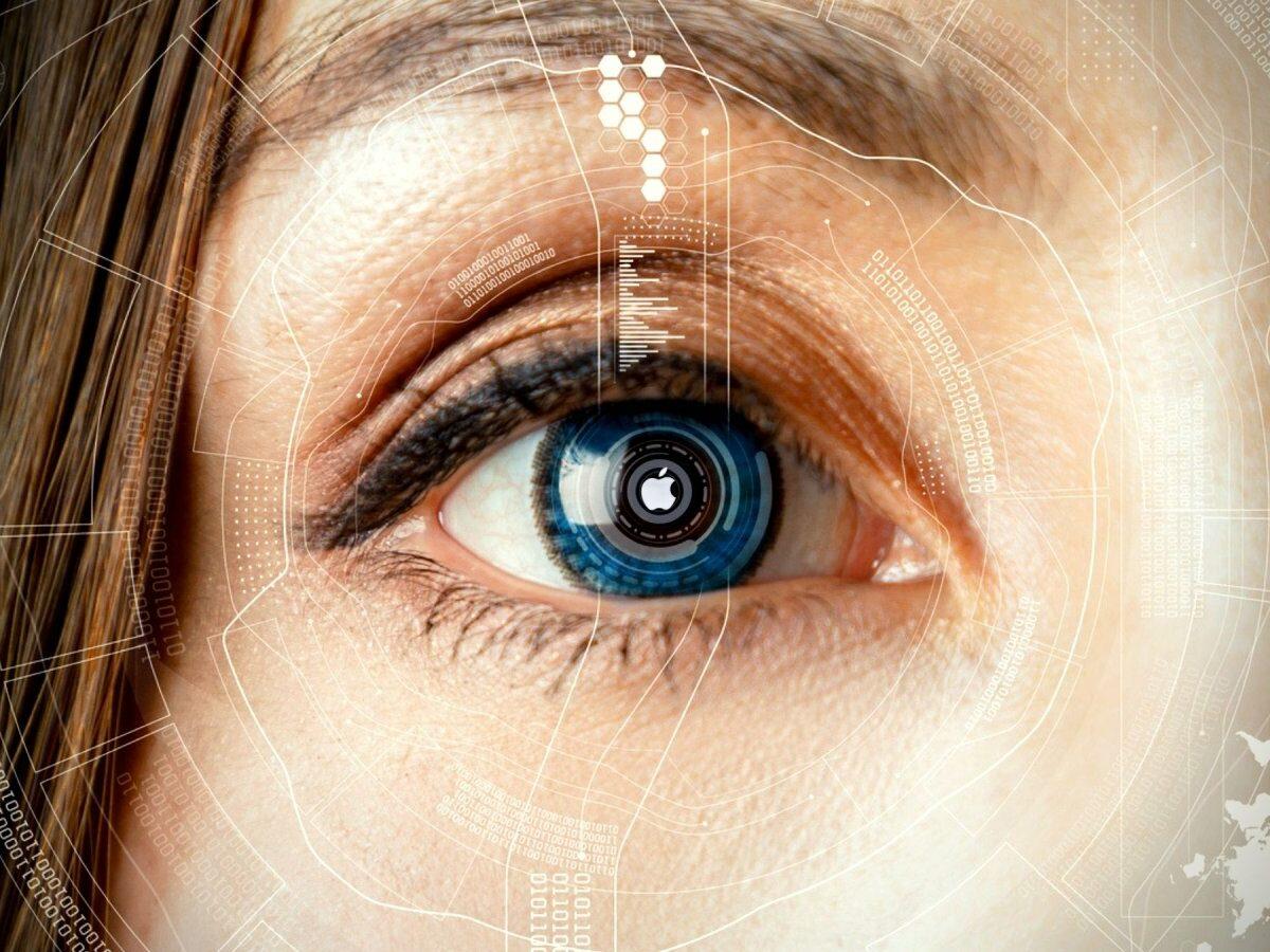 Smarte Kontaktlinse mit Apple-Logo auf der Pupille