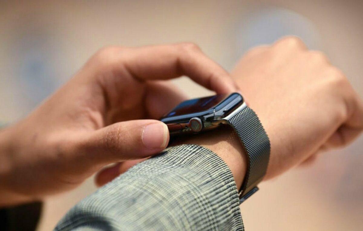 Apple Watch an einem Handgelenk