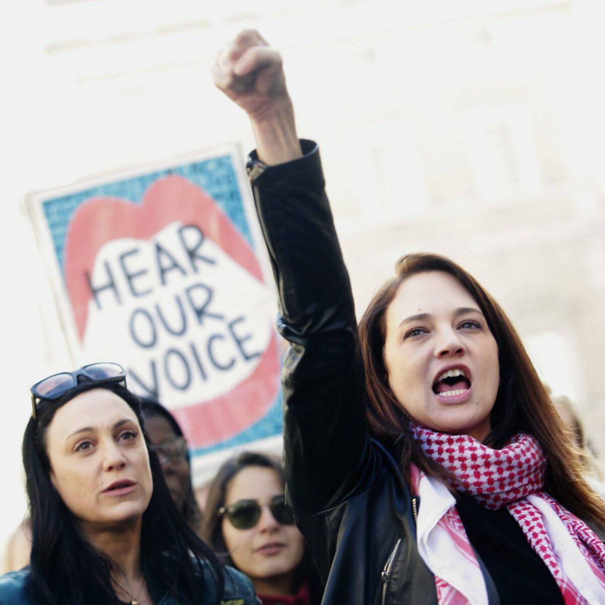Schauspielerin Asia Argento bei Demonstration für Frauenrechte