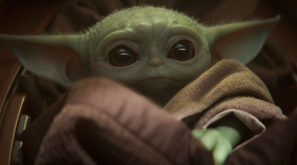 Baby Yoda mit großen Augen.