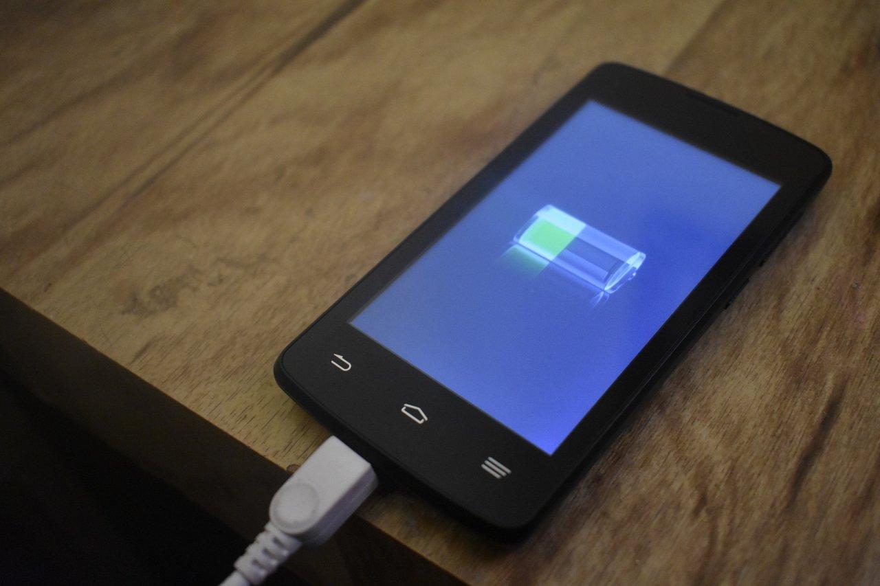Eine Batterie kann im Laufe der Jahre an Kapazität verlieren.
