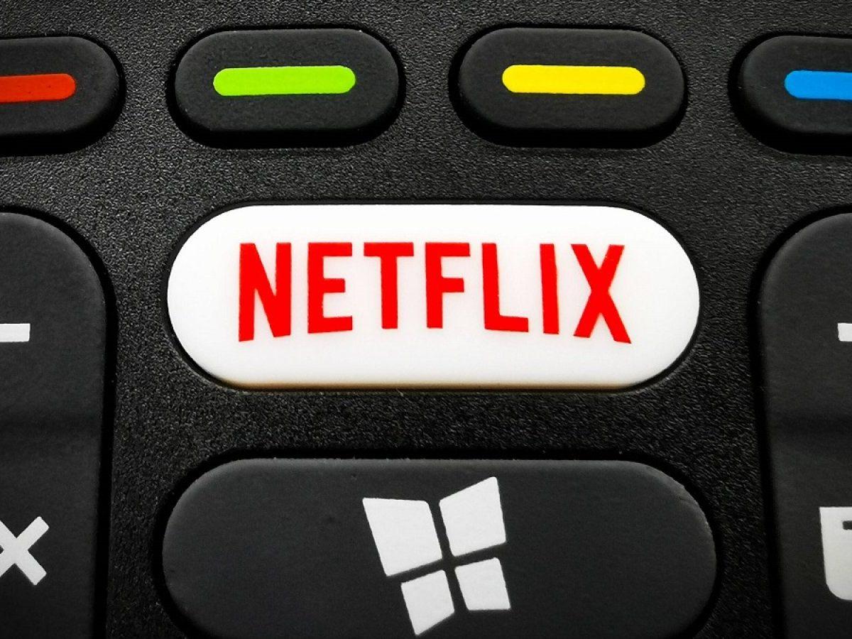 Netflix-Knopf auf einer Fernbedienung.