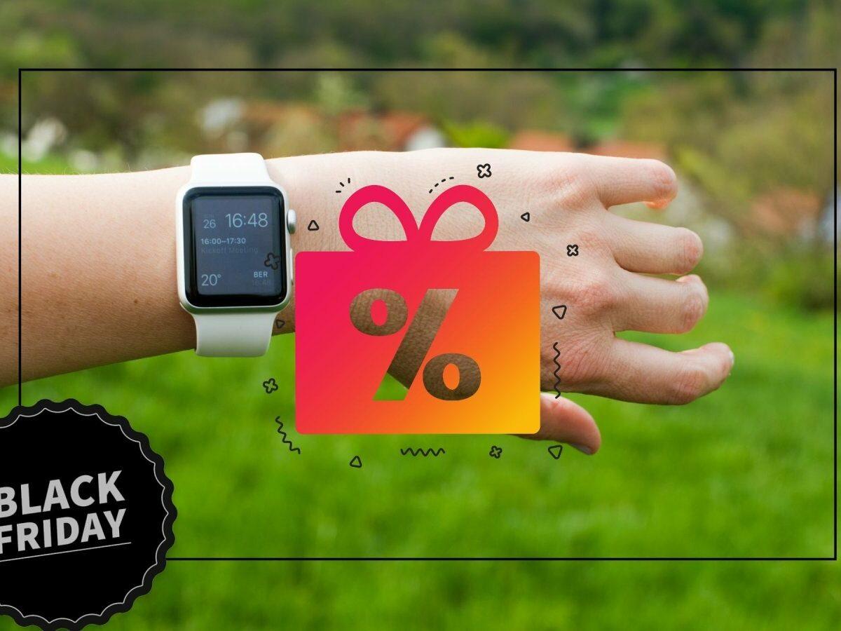 Apple Watch am Handgelenk und ein Rabattgeschenk