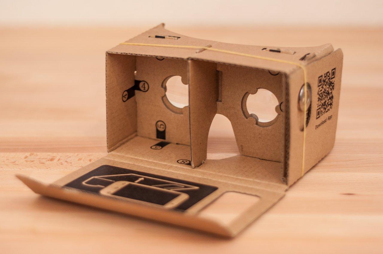 Die Google Cardboard VR-brille kannst du selber bauen, oder günstig online erstehen.