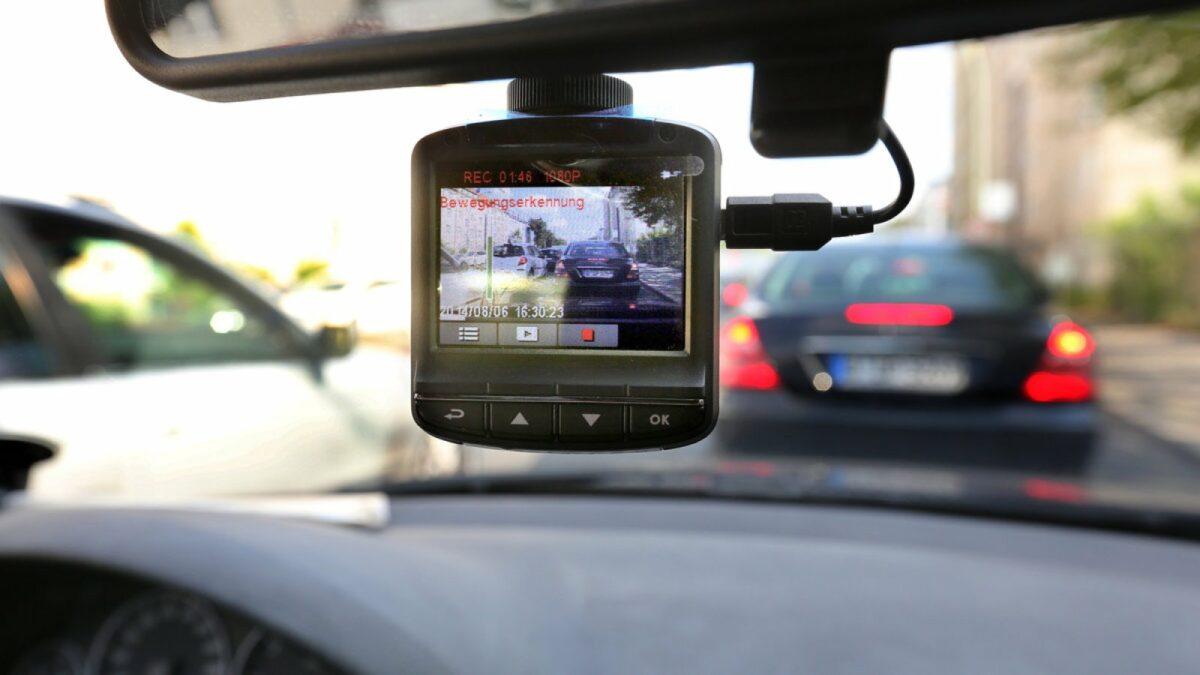 Im Auto installierte Dashcam