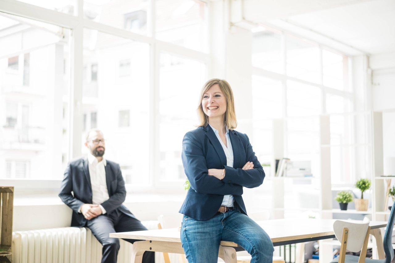 Wer sagt, dass Frauen in Führungspositionen nicht nett sein dürfen, um sich zu behaupten, irrt sich.