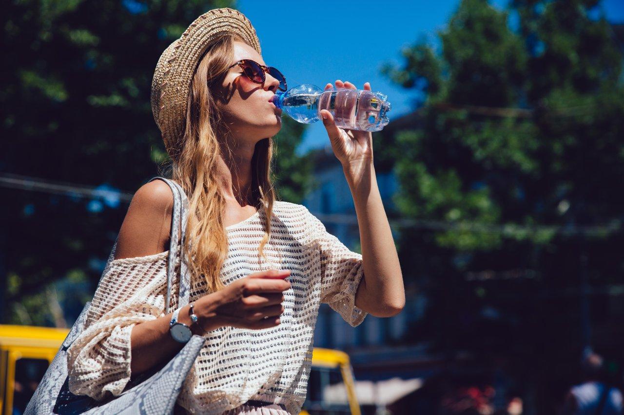 Die Ökobilanz von abgefülltem Mineralwasser ist um einiges schlimmer als die von Leitungswasser.