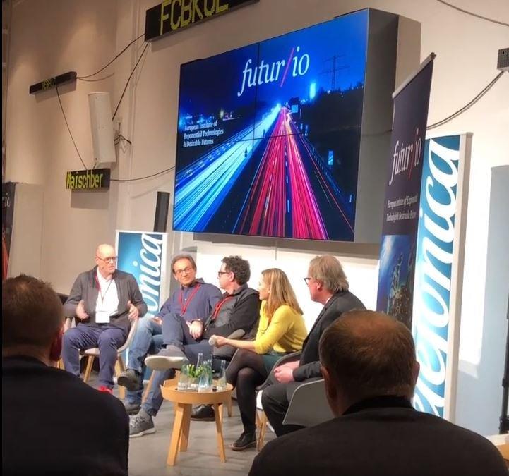 Der Gründer des futur/io-Instituts Harald Neidhardt (ganz links) mit seinen Gästen am Donnerstagabend in Berlin