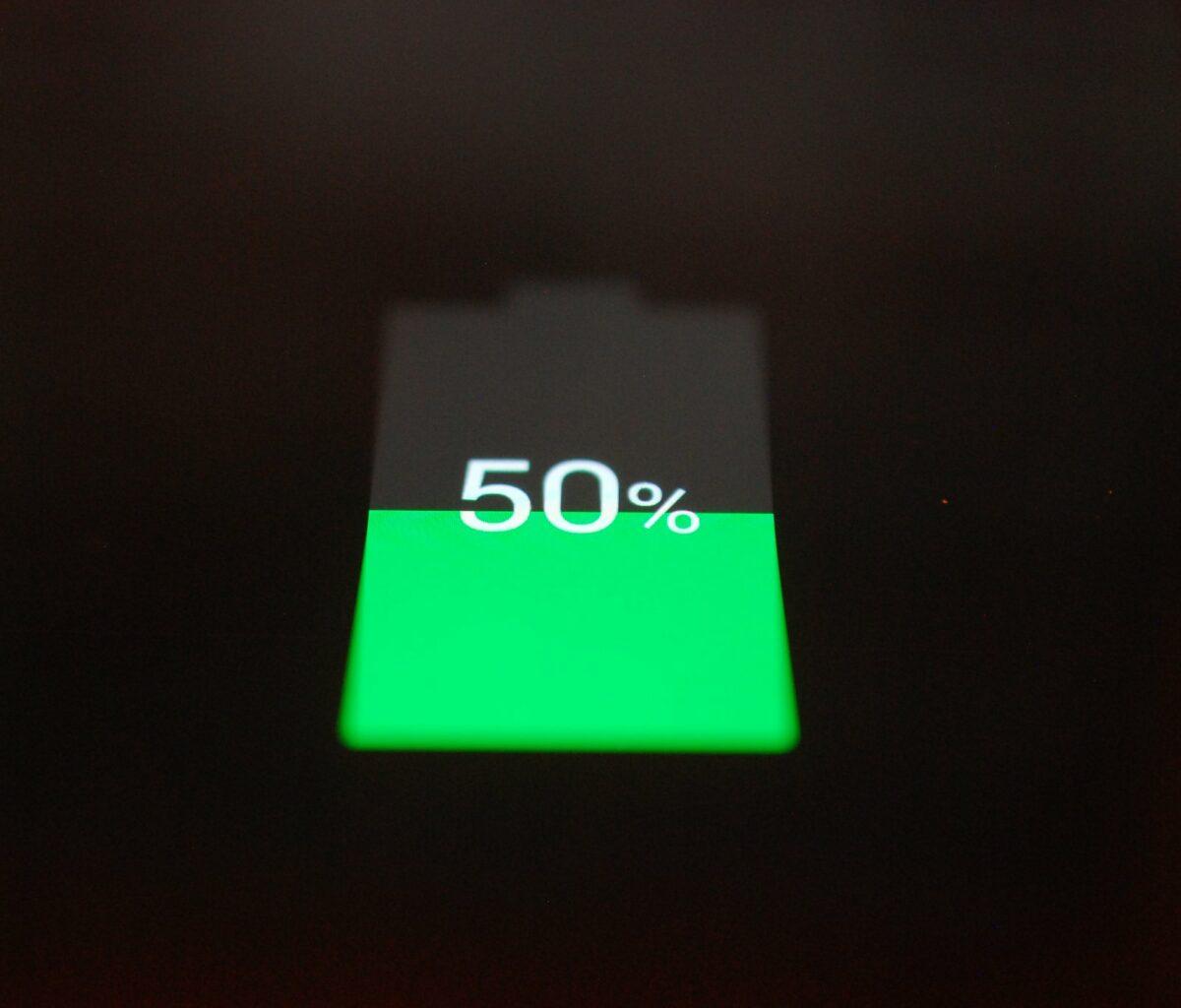 Akku-Anzeige bei 50 Prozent